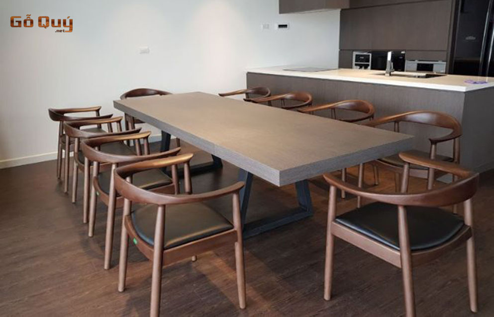 Bàn ghế từ gỗ tần bì