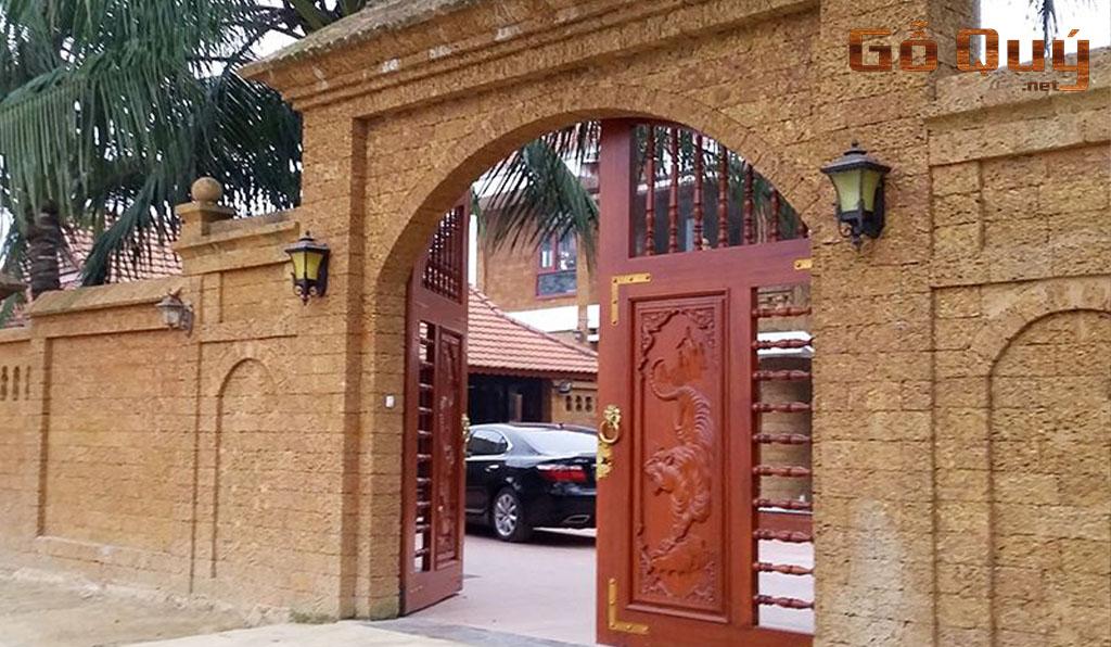 cổng nhà gỗ biệt thự